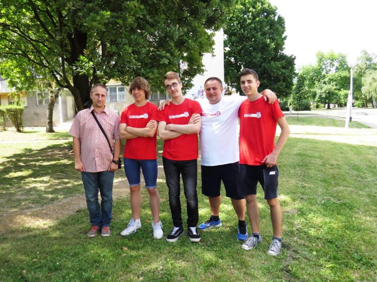 Dio hrvatske robotičke ekipe za Hefei 2015